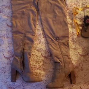 OVER THE KNEE BOOTS TAN SIZE 9